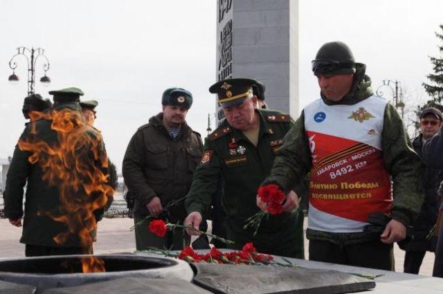 В Тюмени встретили участников лыжного перехода Хабаровск – Москва