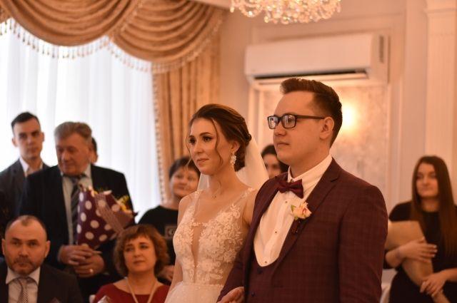 Стало известно, кому в Тюмени разрешат заключить брак в апреле и мае
