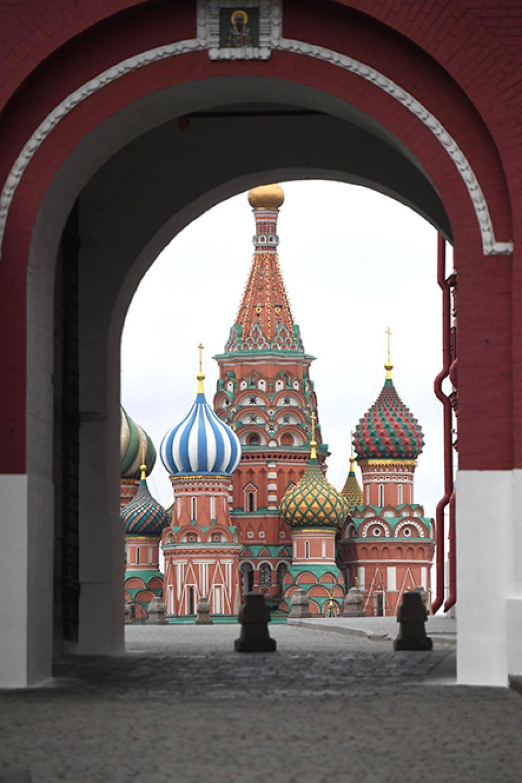 Вид Покровский собор (храм Василия Блаженного) на Красной площади.
