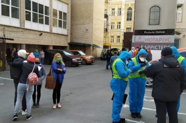 Находились на обсервации: более 50 эвакуированных сбежало из отеля столицы