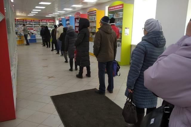 В аптеках и магазинах Уфы люди держатся на расстоянии друг от друга