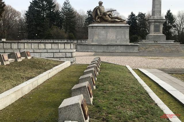 Мемориальный комплекс в Варшаве, на котором похоронены 21 468 воинов Красной армии.