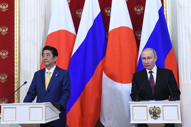 Премьер Японии может отложить визит в Москву на 75 — летия Победы