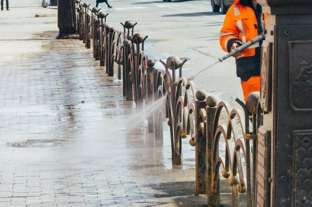В Тюмени помоют остановки и улицы с применением спецсредств