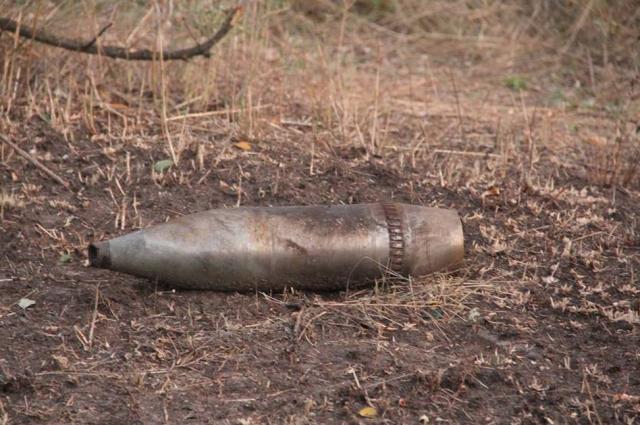 В Акбулакском районе саперы уничтожили артиллерийский снаряд.