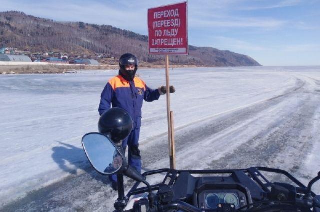 Лёд напитан водой, рыхлый и крайне хрупкий.