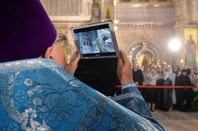 Храмы Петербурга проведут трансляцию богослужений в интернете