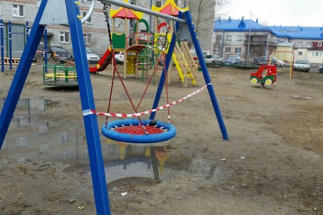 Посещение детских и спортивных площадок запрещено.