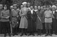 Генерал П. Врангель, войсковые атаманы и члены Правительства Юга в Севастополе, 22 июля 1920 г.