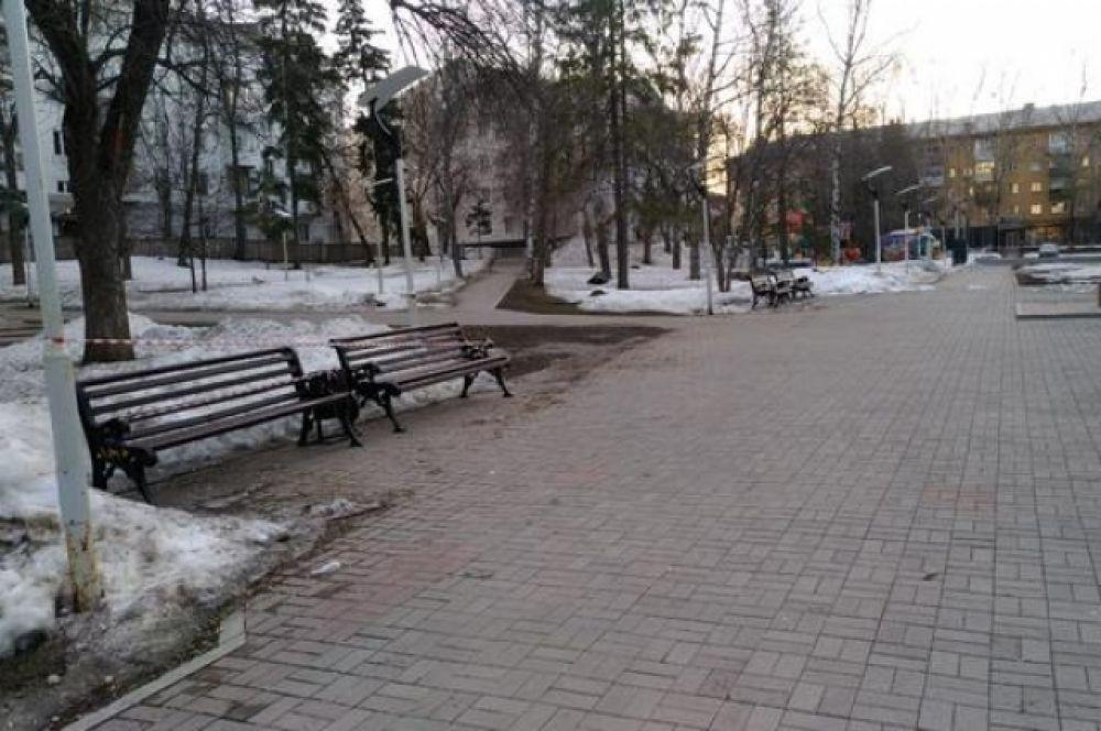 Сквер имени Маяковского - некогда одно из самых многолюдных мест.