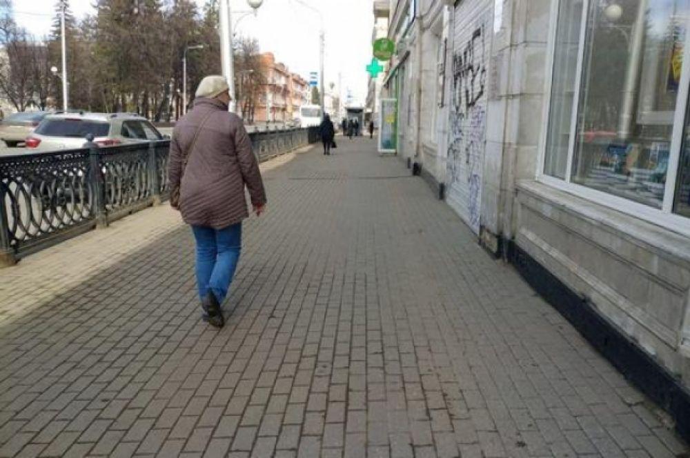 После введения особого режима народа даже в центре города почти нет.