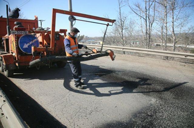 Ямочный ремонт выполняют методом «литого асфальта».