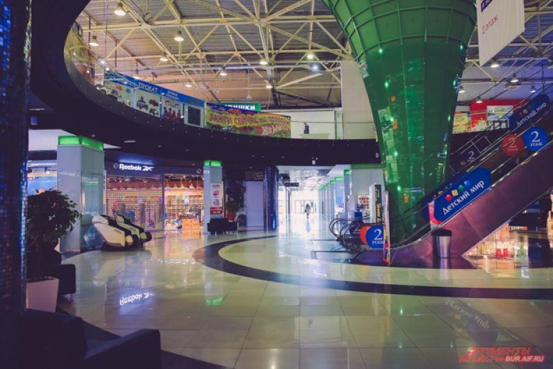 В остальные части торговых комплексов посетителей не пускают.