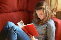 Самоизоляция - хорошее время для просмотра фильмов и чтения книг.
