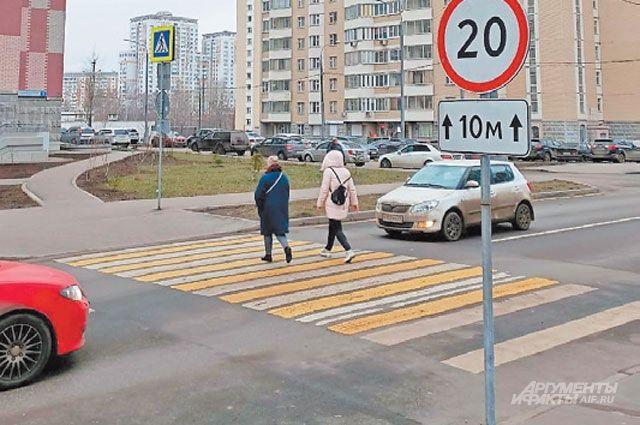 Правоохранители рассказали, что в Усолье пешеходный переход упирается прямо в заездной карман остановки. Так быть не должно.