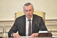 Губернатор Новосибирской области Андрей Травников во время брифинга в правительстве разрешил промышленным предприятим и строительным компаниям начать работу с 6 апреля.