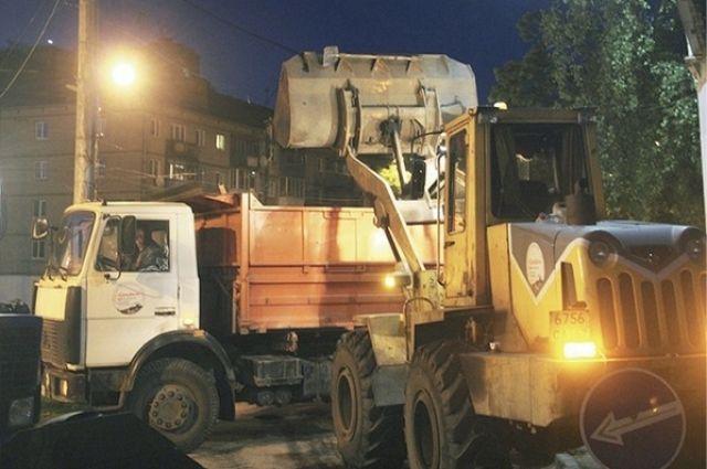 Смоленские коммунальщики уверяют, что на «линию» постоянно выходят около 60 машин для уборки города.