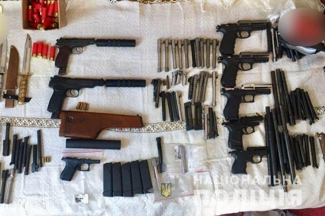 Организатор банды торговцев оружием пойдет под суд