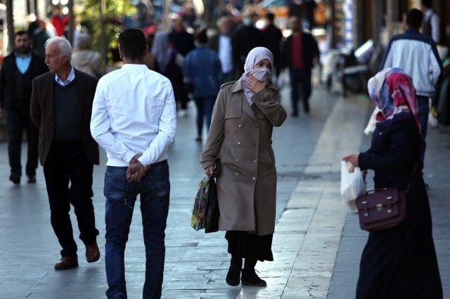 ВТурции закрыли 30 городов и вынудили  граждан  носить медицинские маски