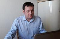 Полчаса у Дмитрия Игоревича ушло на технические вопросы - настраивали видеочат с учениками.
