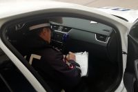 Автоинспекторы проверяют справки, позволяющие покидать дом.