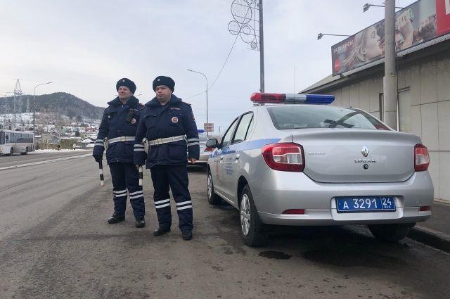 Участники несанкционированных опасных гонок установлены и вызваны в полицию.
