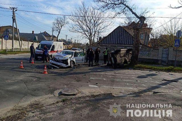 В Херсоне в ДТП с полицейским авто пострадало пять человек