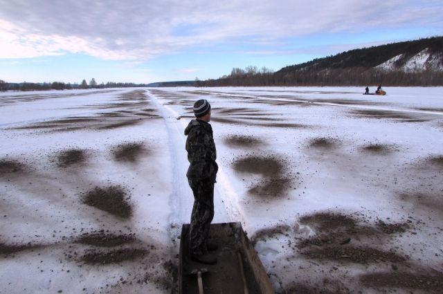 Уже распилено 3,002 км, зачернено 0,338 кв. км льда.