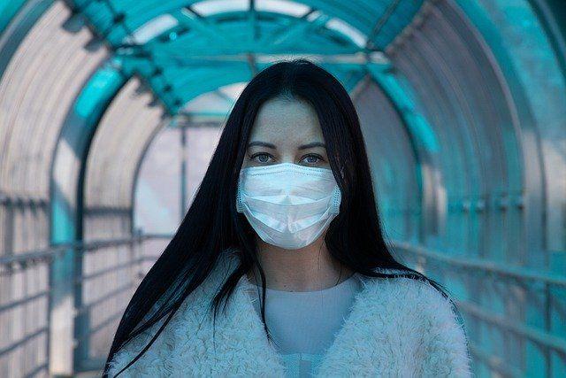 Партия из 30 тысяч масок уже появилась в розничной продажи.