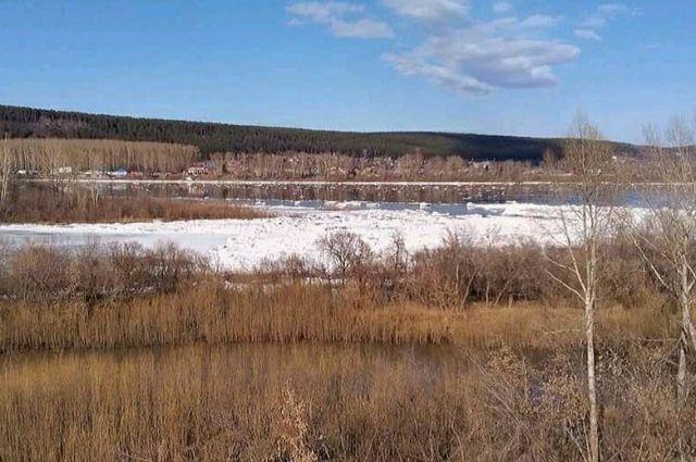 Кузбассовцам напомнили, что весной на лед выходить нельзя.