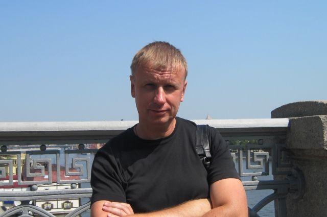 Алексей Татаринов - доктор филологических наук, профессор.