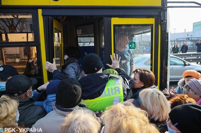 Карантин: какие категории граждан имеют право на проезд в транспорте