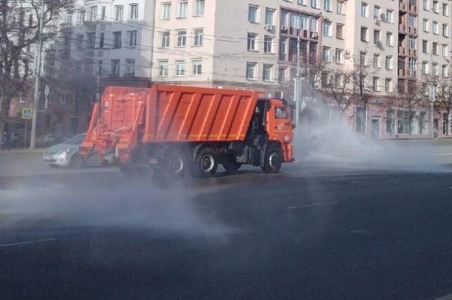 К дезинфекции улиц постепенно все привыкли, хотя челябинцы продолжают спорить об её эффективности.