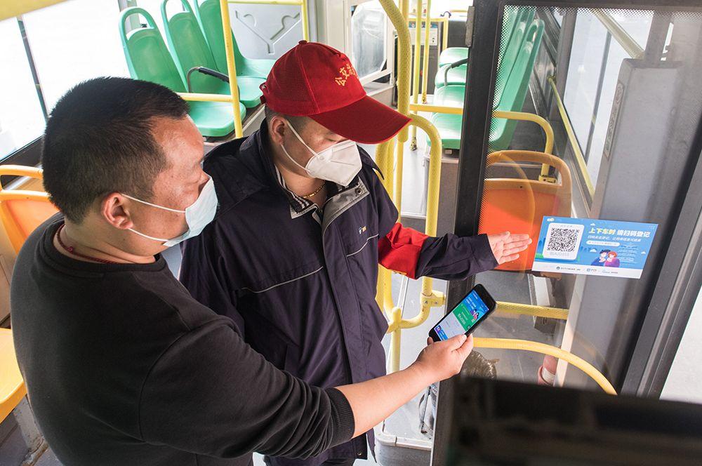 Система QR-кодов в автобусе, Ухань.