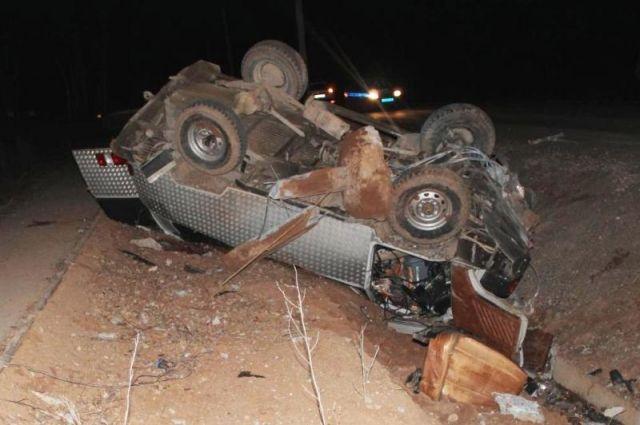Его пассажира госпитализировали с многочисленными травмами головы и тела.