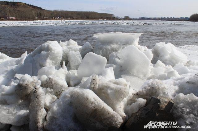 На некоторых участках Томи и её притоках еще сохраняется ледостав.