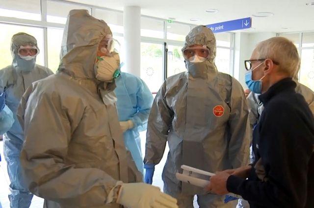 «Военные вместо медиков». ВИталии усомнились в«гуманитарности» русских  конвоев