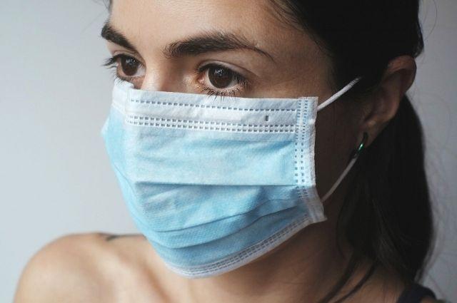 Власти уверены, что эти средства самозащиты препятствуют распространению инфекции.