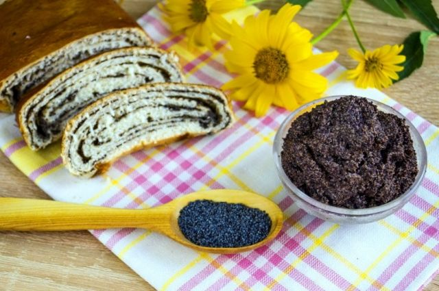 Готовимся к Пасхе: рецепт маковой начинки для рулетов и пирожков