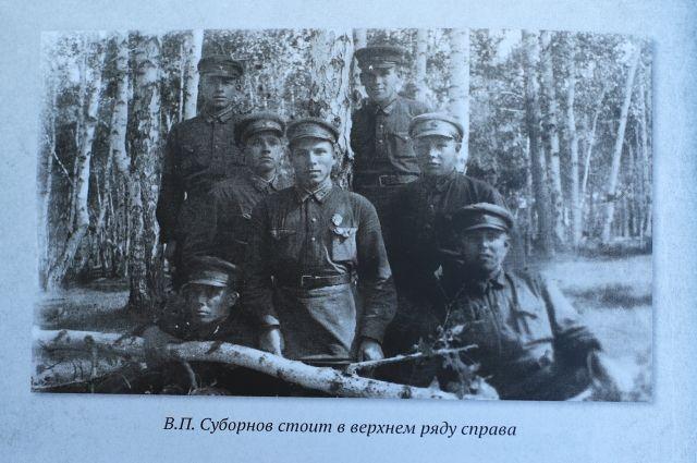 Авиаполк Василия Суборнова (на фото – крайний справа в верхнем ряду) участвовал в штурме Кёнигсберга.