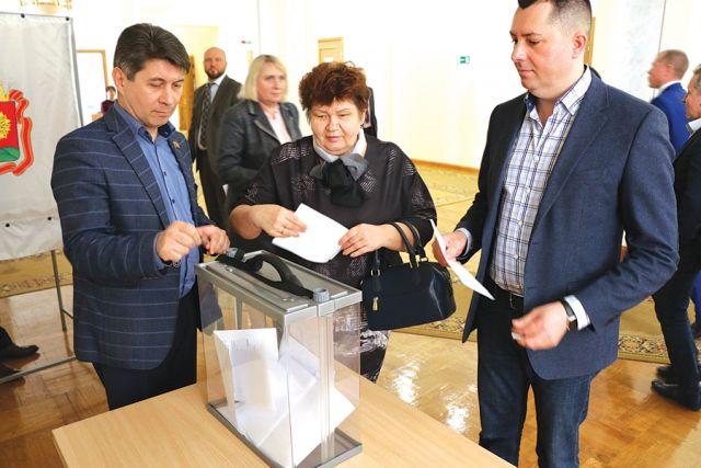 Депутаты выбрали спикера тайным голосованием.