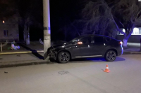 В Орске водитель BMW протаранил опору ЛЭП.
