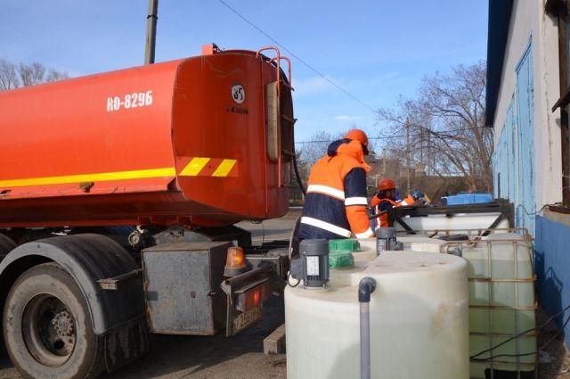 В Оренбурге остановки обрабатывают дезинфицирующим раствором.