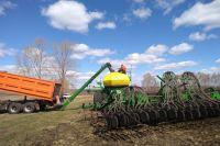 В Оренбуржье аграрии 23 районов начали готовить почву к посевной.