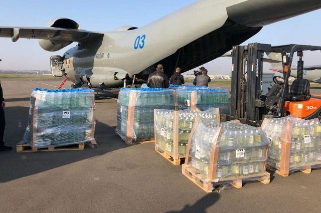 Украина отправила в Италию самолет с медпомощью в борьбе с COVID-19