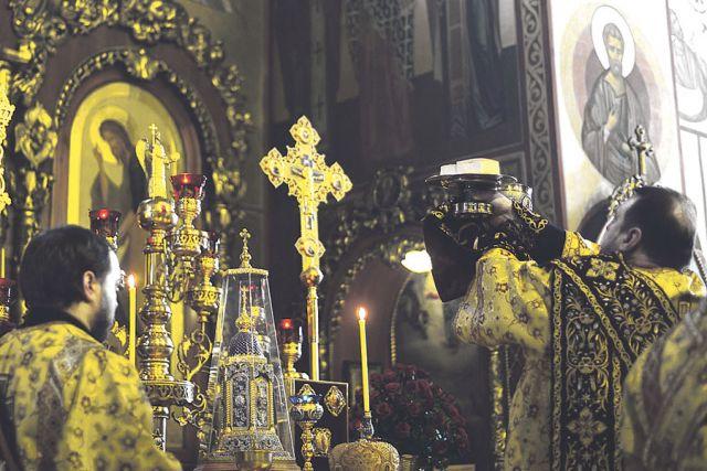 Богослужения православной церкви прекращаться не будут.