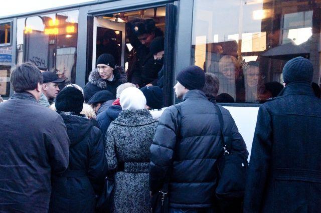 Татарстанцы не могут добраться до работы из-за отмены междугородних автобусов.