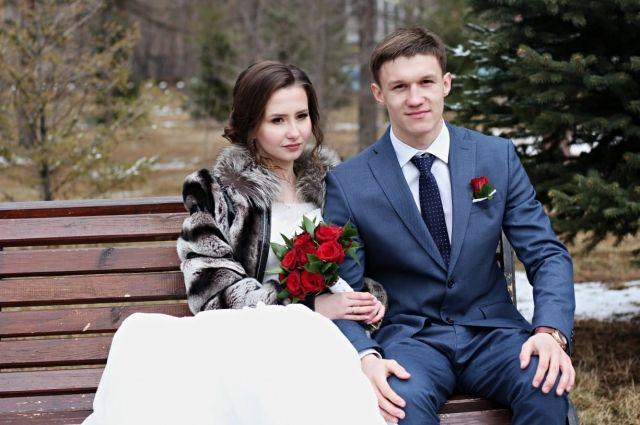 Настя вышла замуж и родила ребенка.