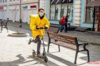 Количество людей, желающих стать курьером, увеличилось: новую работу или хотя бы подработку сейчас ищут сотни людей из тех отраслей, которые «встали» из-за пандемии.