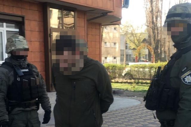 В Киеве правоохранители разоблачили схему сбыта наркотиков в воинской части
